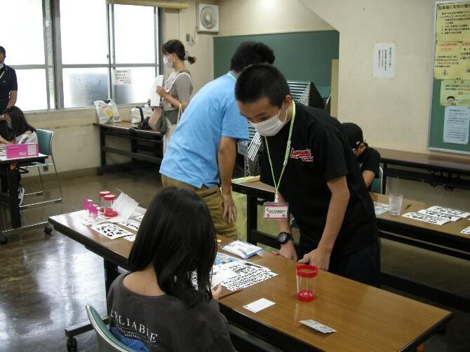 小学生に教える生徒